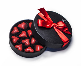 CARAMEL HEARTS IN A ROUND BOX